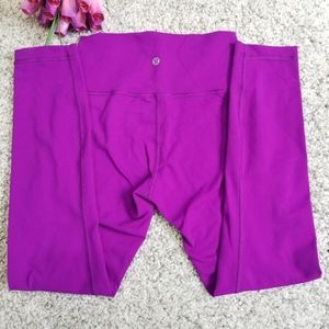 Lululemon athletica violet crop leggings Size 6